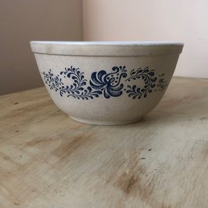 Pyrex Homestead mixing bowl ♥️
